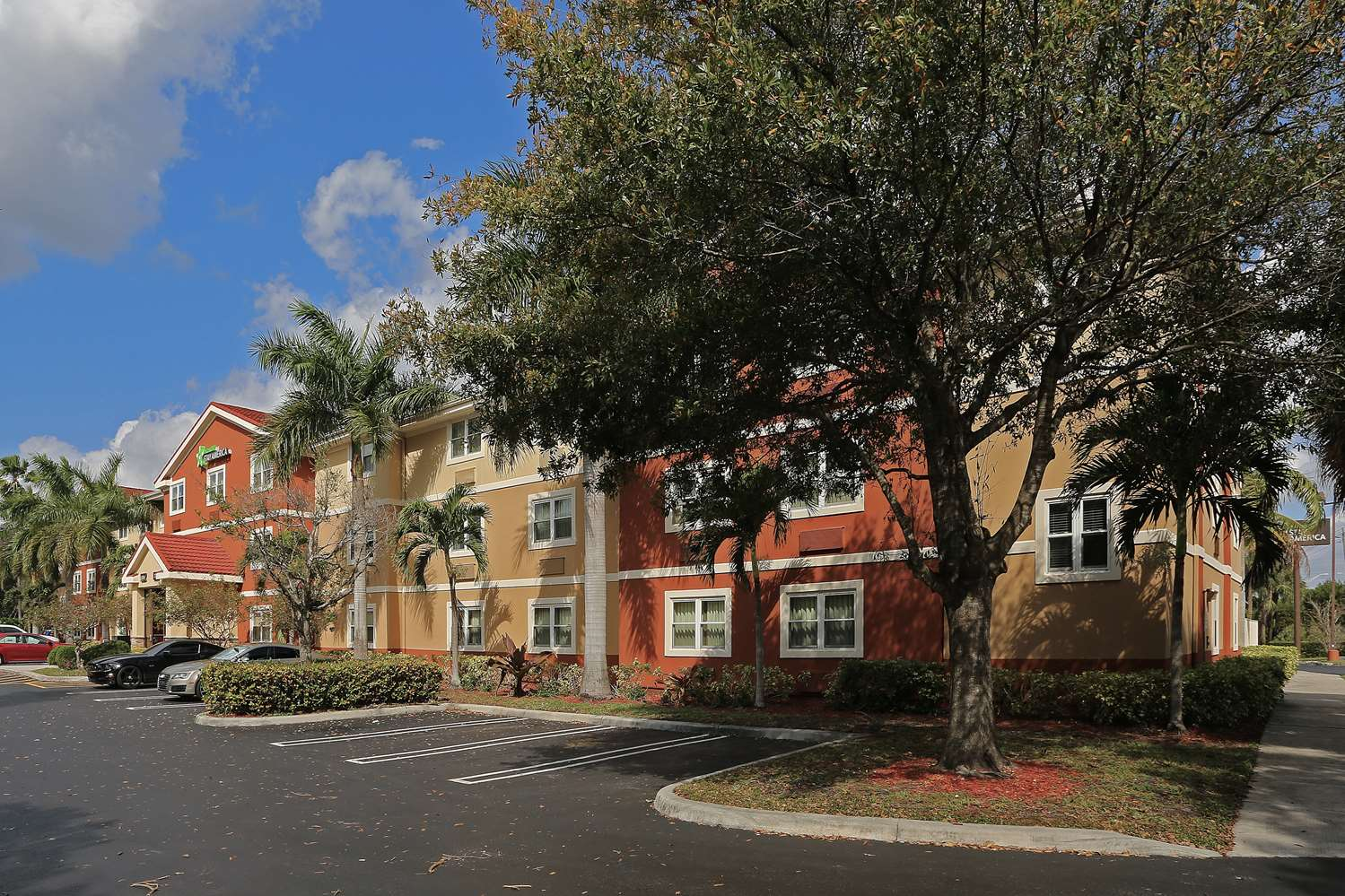 Exterior view - Extended Stay Deluxe Hotel West Palm Beach