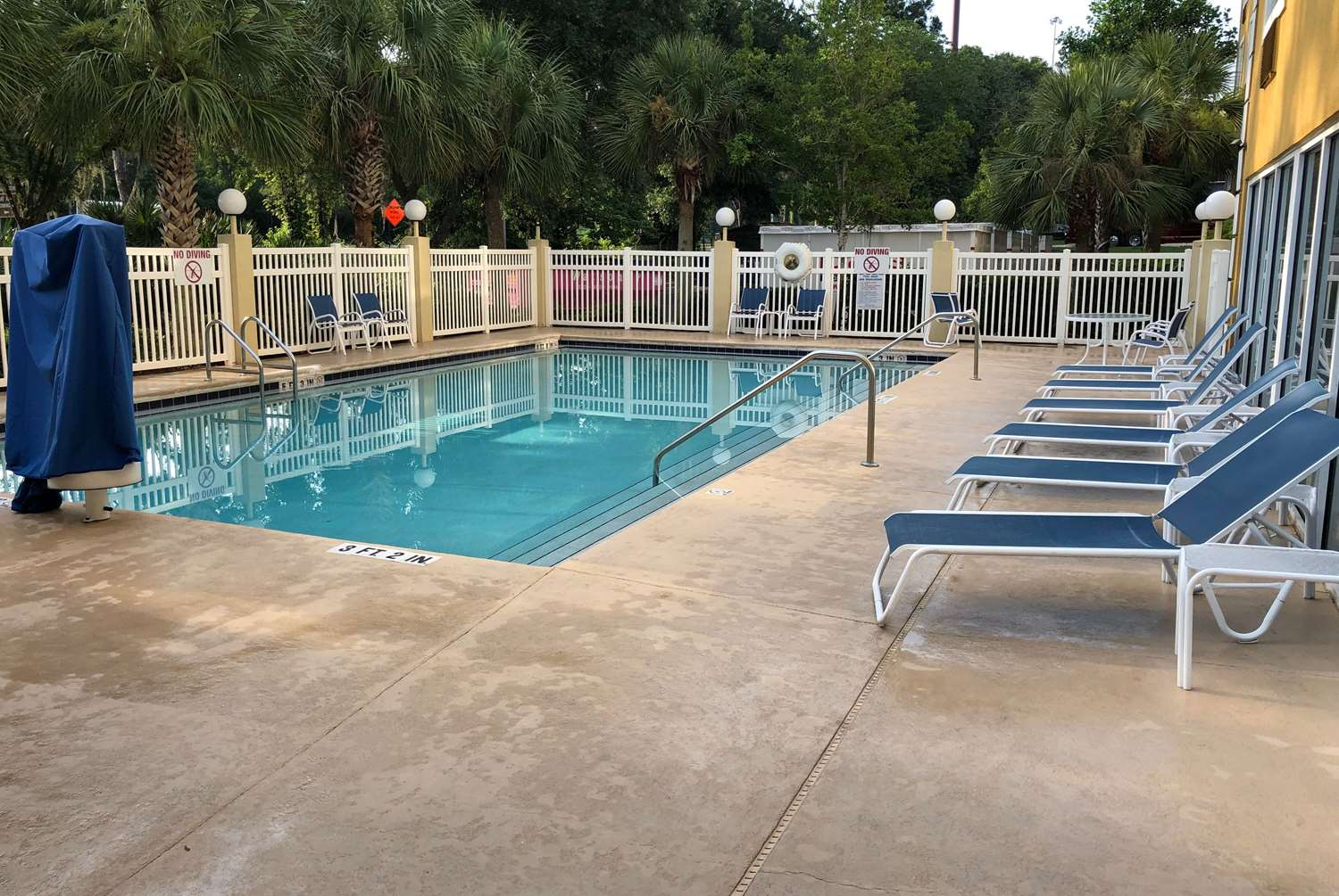 Pool - Hom Hotel & Suites Gainesville