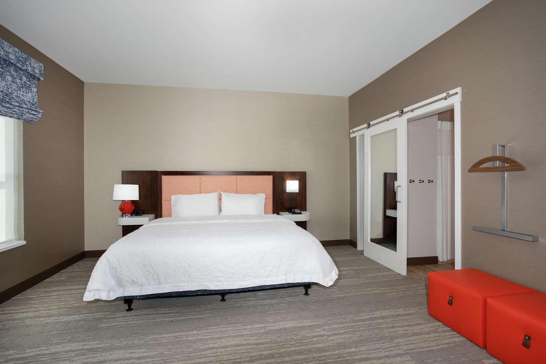 Room - Hampton Inn & Suites Logan