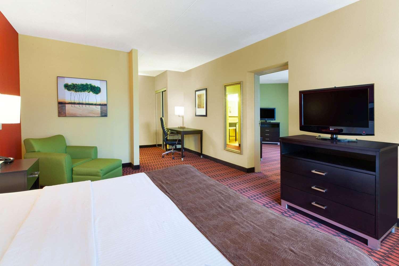 Suite - Baymont Inn & Suites Harrisburg