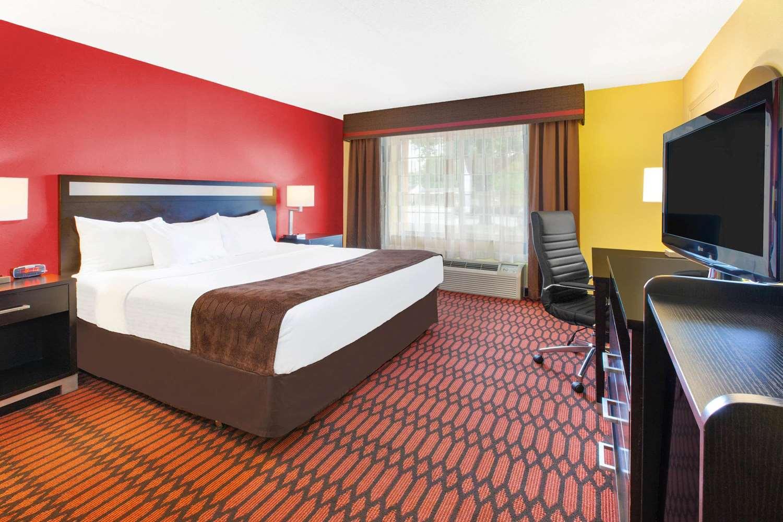 Room - Baymont Inn & Suites Harrisburg