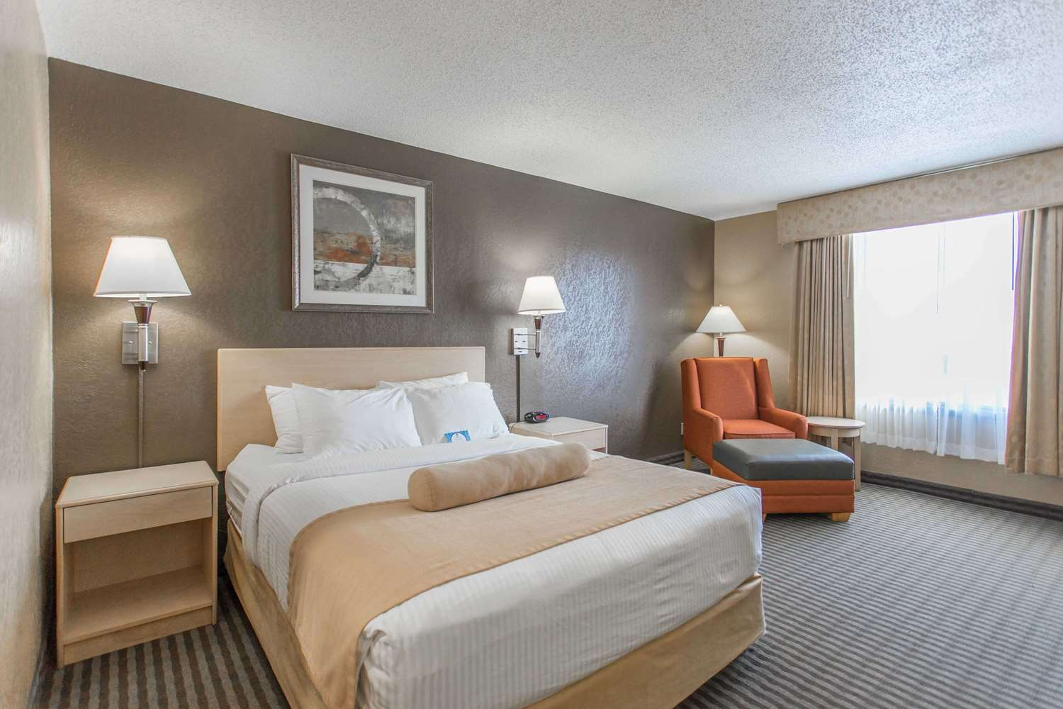Room - SureStay Plus Hotel by Best Western Airport Regina