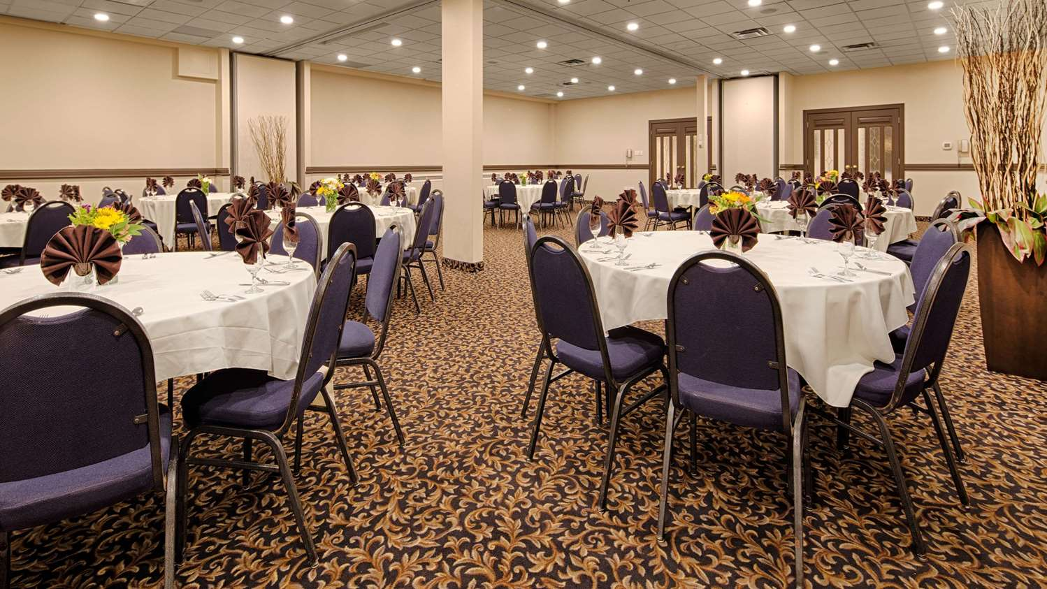 Ballroom - SureStay Plus Hotel by Best Western Airport Regina