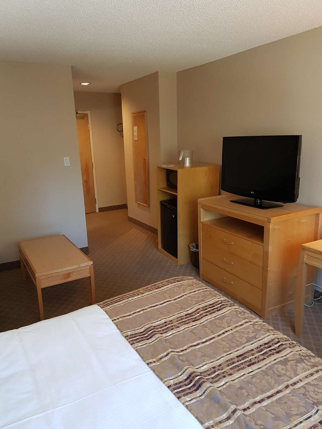 Amenities - SureStay Plus Hotel by Best Western Coquitlam