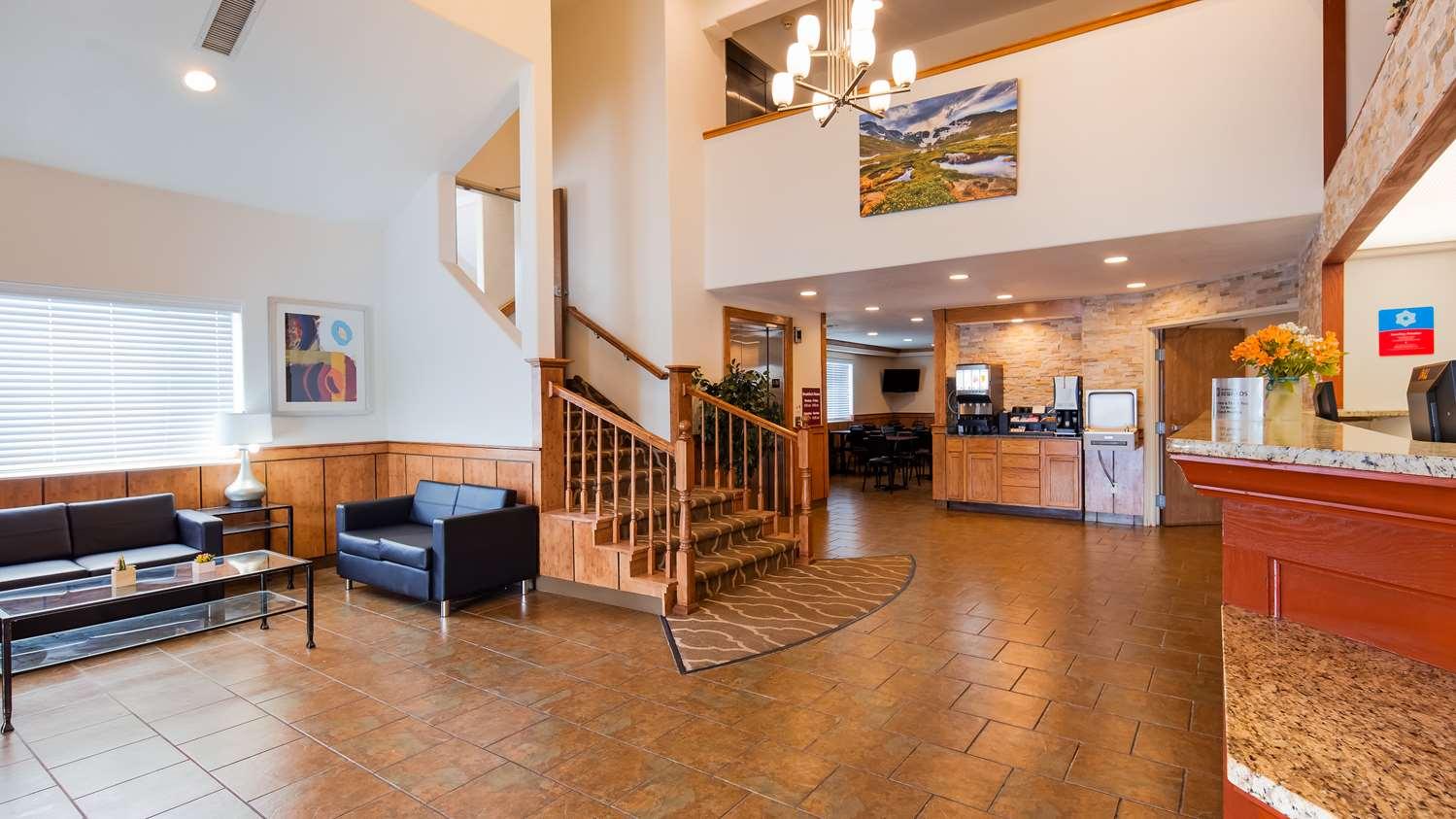 Lobby - SureStay Plus Hotel by Best Western Thornton