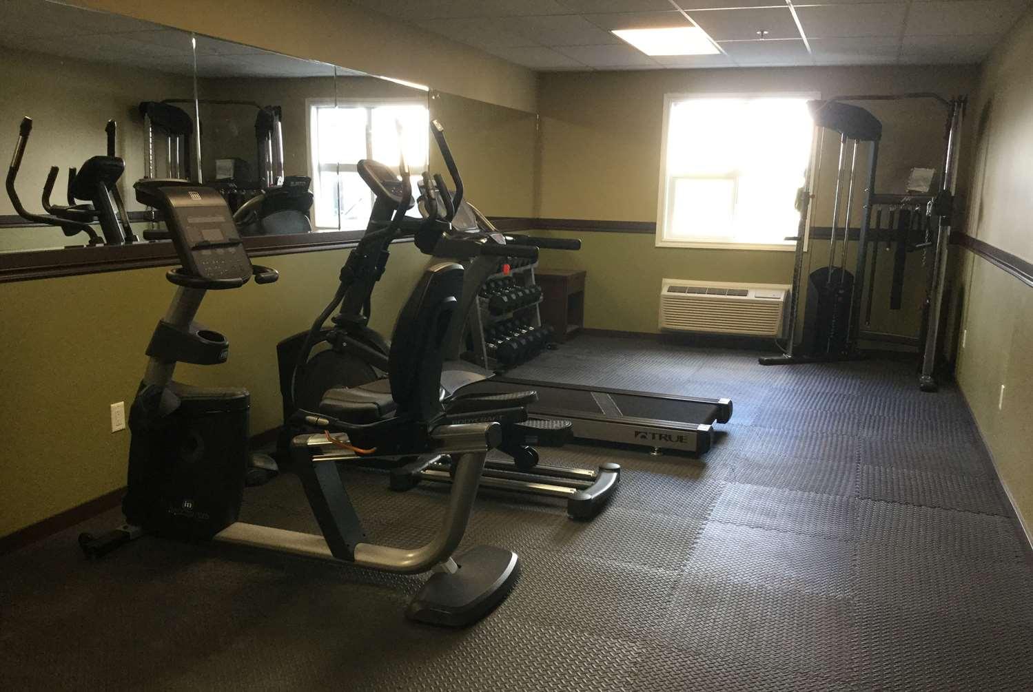 Fitness/ Exercise Room - Super 8 Motel Hardisty