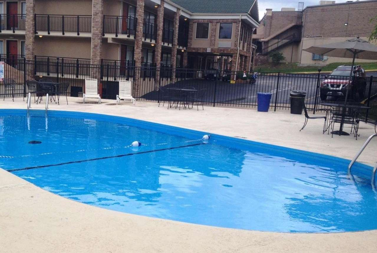 Pool - Baymont Inn & Suites MO 76 Branson