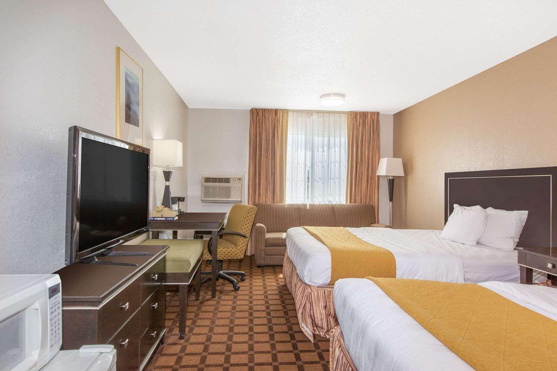 Room - Baymont Inn & Suites Roseburg