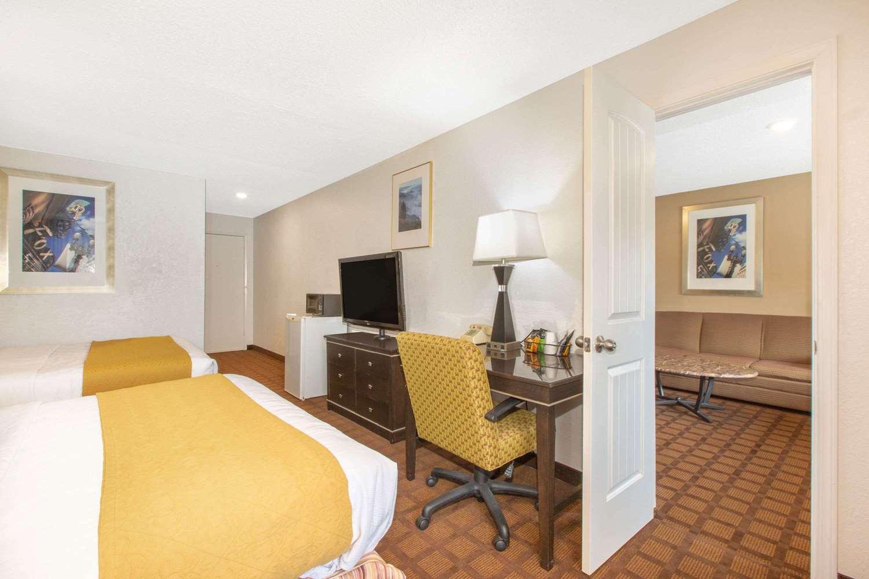 Suite - Baymont Inn & Suites Roseburg