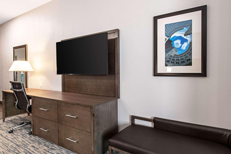 Room - Comfort Suites Grove City