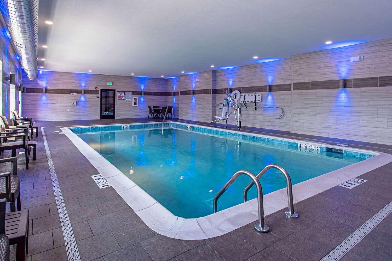 Pool - Comfort Suites Grove City