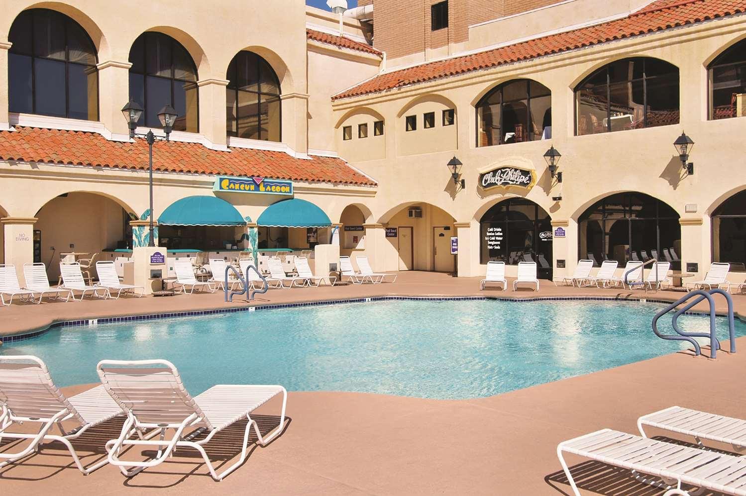 Pool - Harrah's Hotel Laughlin
