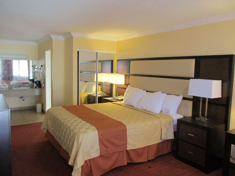 Suite - SureStay Hotel by Best Western Airport San Jose