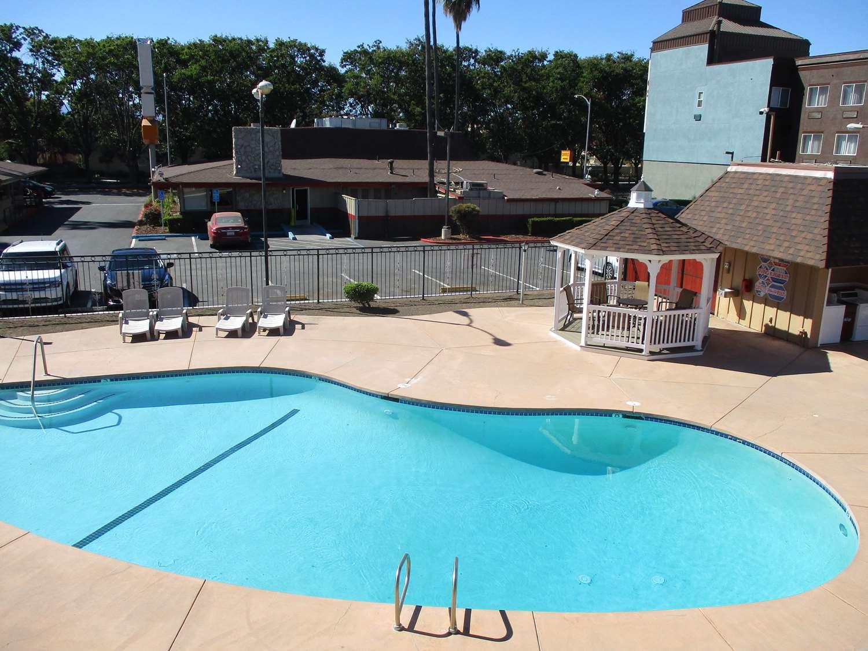 Pool - SureStay Hotel by Best Western Airport San Jose