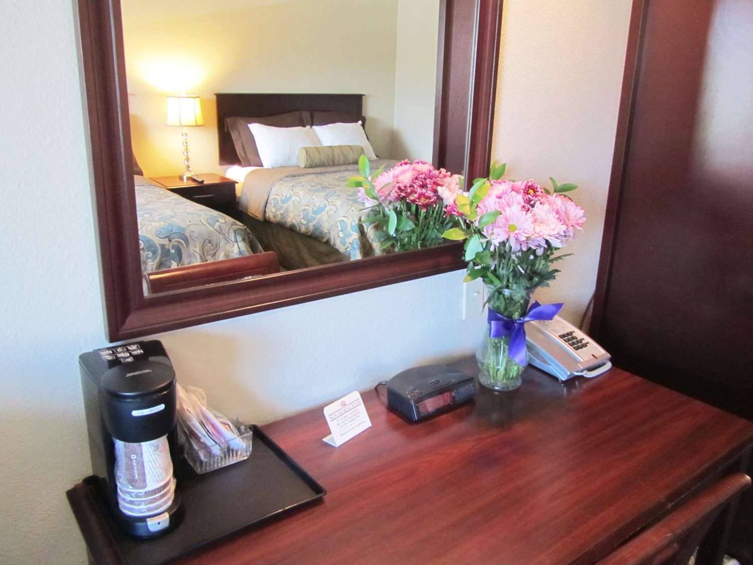 Room - Red Lion Inn & Suites Vancouver