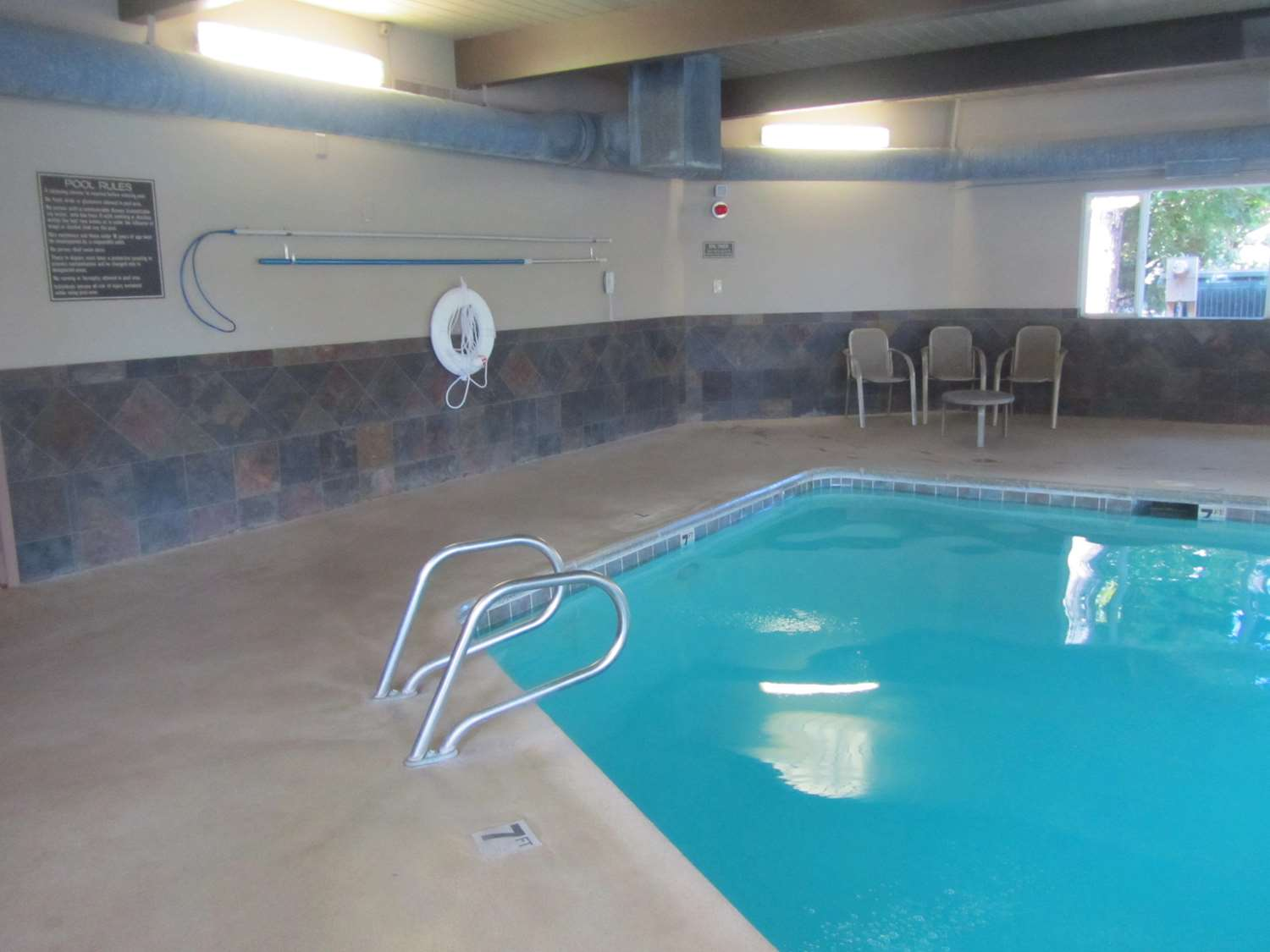Pool - Red Lion Inn & Suites Vancouver