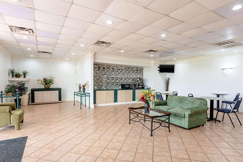 Lobby - Rodeway Inn Huntsville