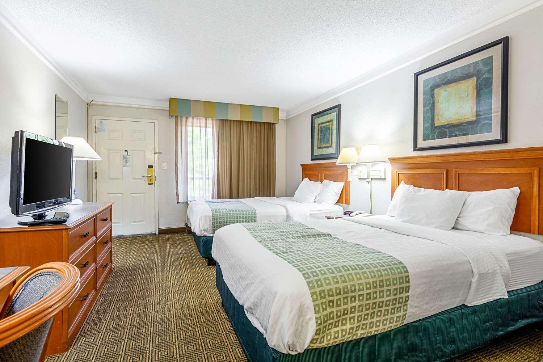 Room - Rodeway Inn Huntsville