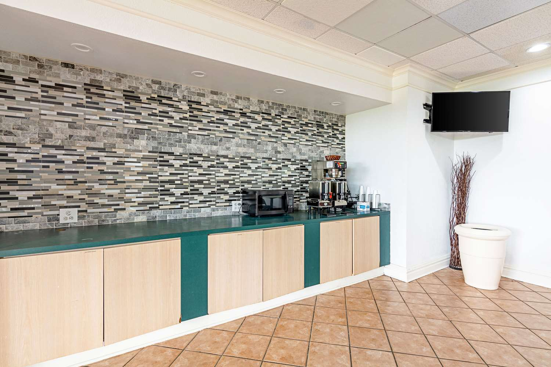 Restaurant - Rodeway Inn Huntsville