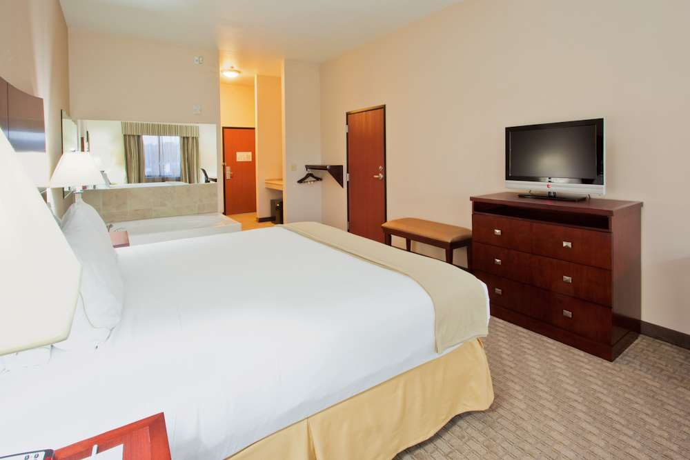 Room - Red Lion Inn & Suites Mineral Wells