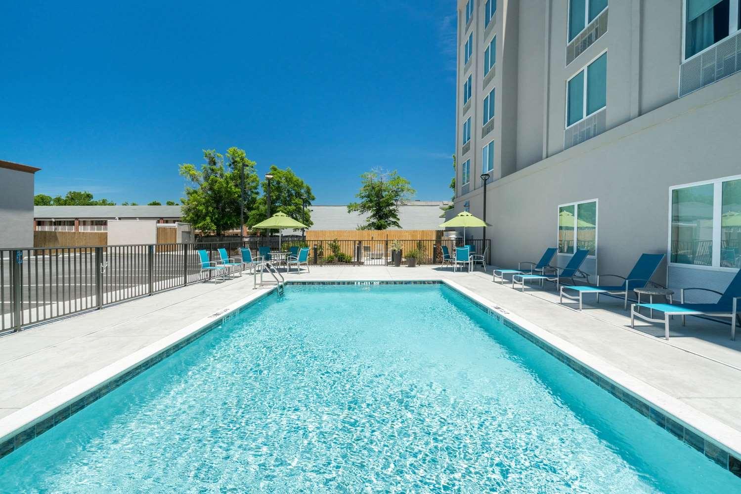 Pool - La Quinta Inn & Suites I-65 Mobile