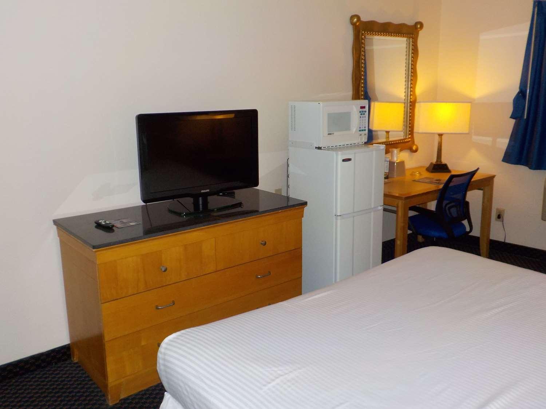 Room - SureStay Hotel by Best Western Little Creek Norfolk