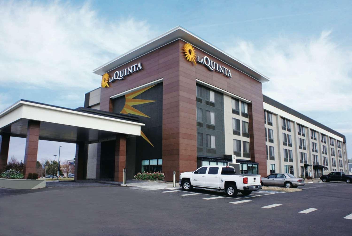 Exterior view - La Quinta Inn & Suites Medical Center Aurora