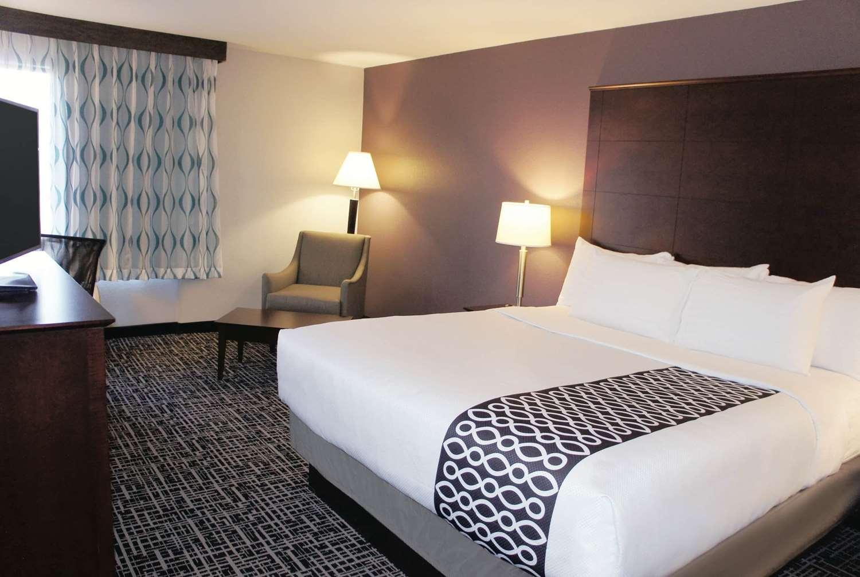 Room - La Quinta Inn & Suites Medical Center Aurora