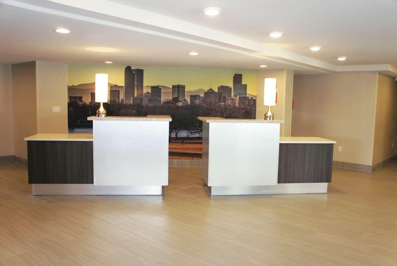 Lobby - La Quinta Inn & Suites Medical Center Aurora