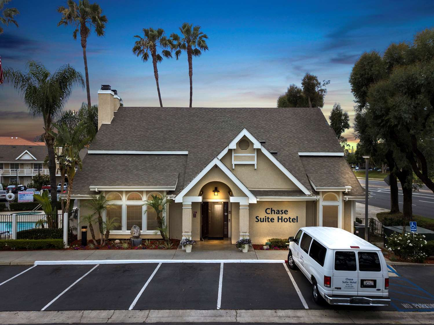 Golf - Chase Suite Hotel Brea