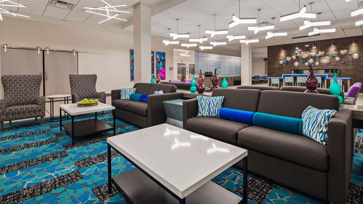 Lobby - Best Western Premier Winnipeg East Hotel