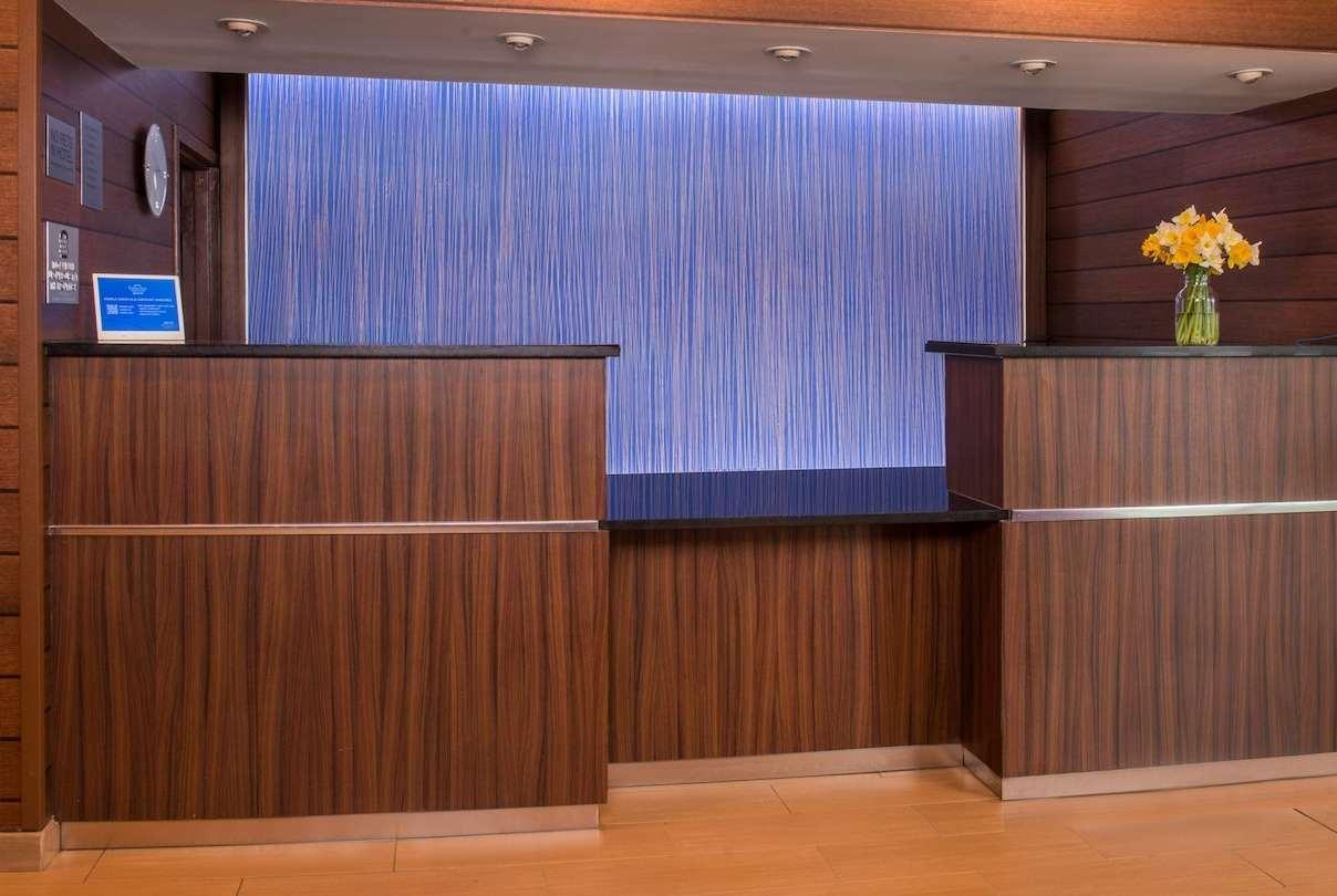 Lobby - Baymont Inn & Suites Chambersburg