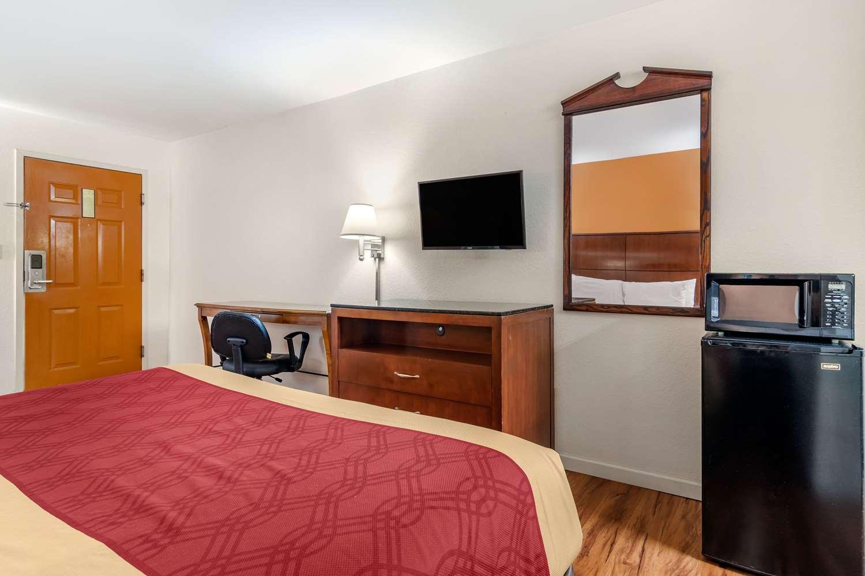 Room - Econo Lodge Inn & Suites Lafayette