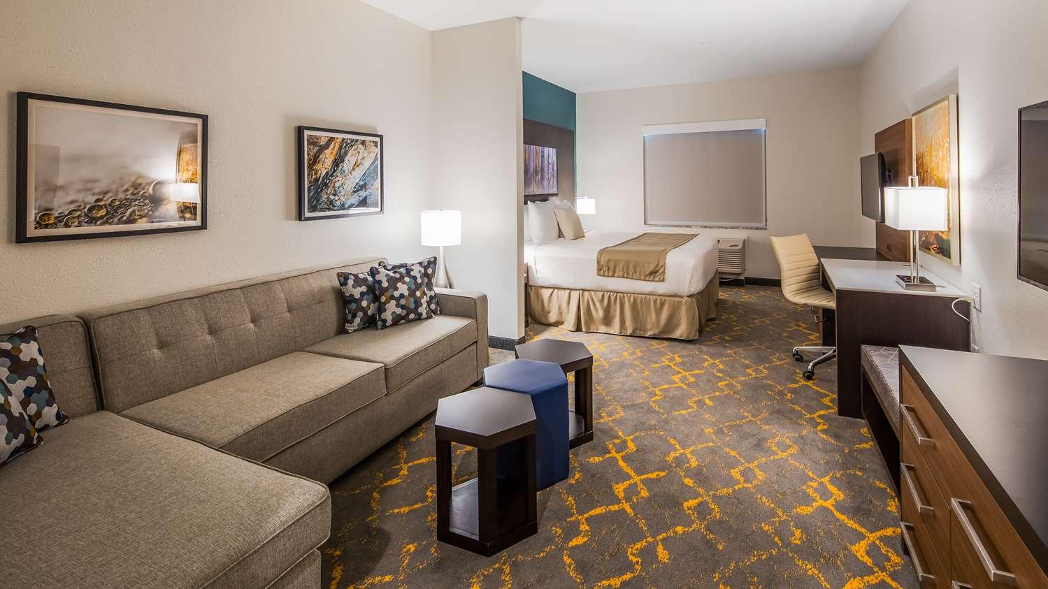 Suite - Best Western Plus Isanti Hotel