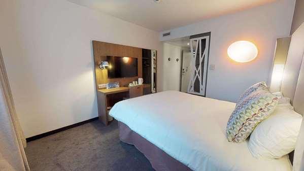 Hotel CAMPANILE FONTAINEBLEAU