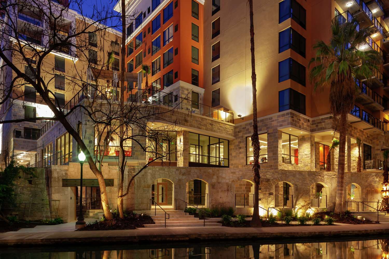 Home2 San Antonio Riverwalk