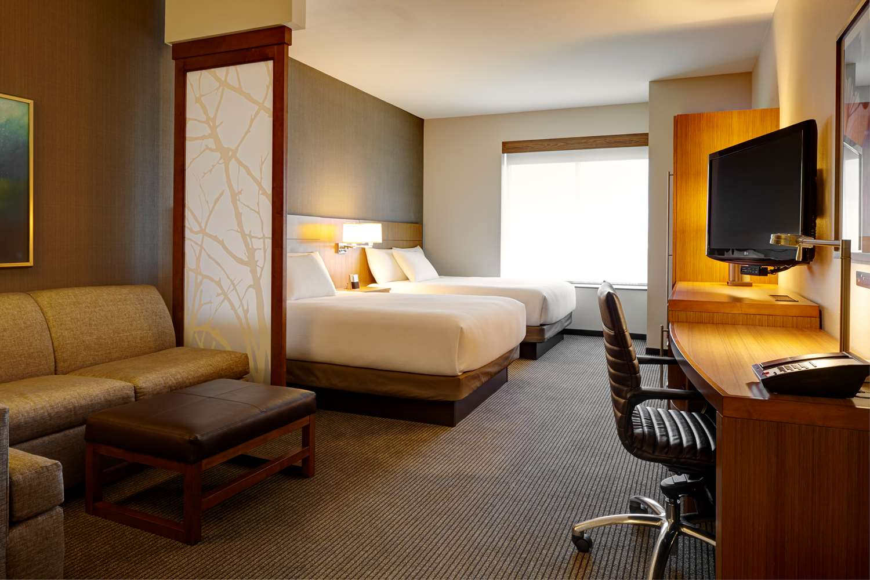 Room - Hyatt Place Hotel & Convention Center Hampton