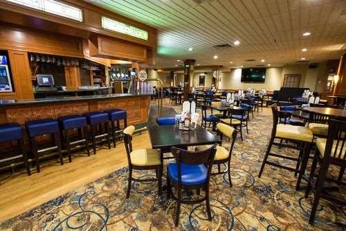 Bar - Lake Louise Inn