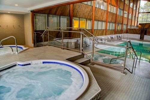 Pool - Lake Louise Inn