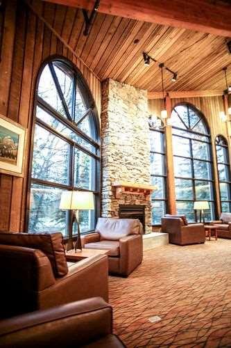 Lobby - Lake Louise Inn