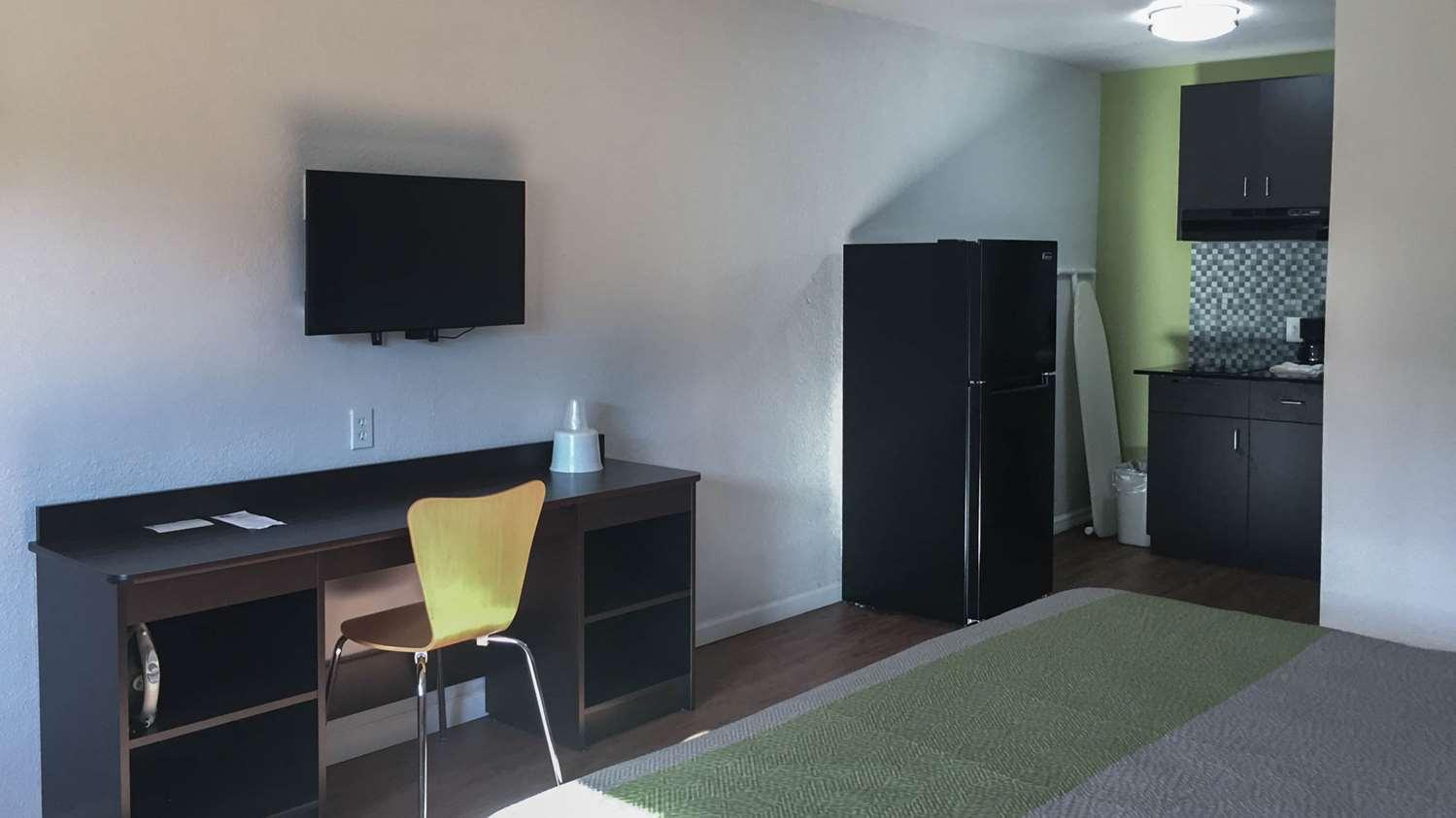 Room - Studio 6 Extended Stay Hotel Longview