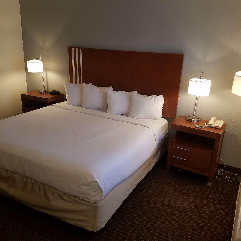 Room - SureStay Hotel by Best Western Hollister