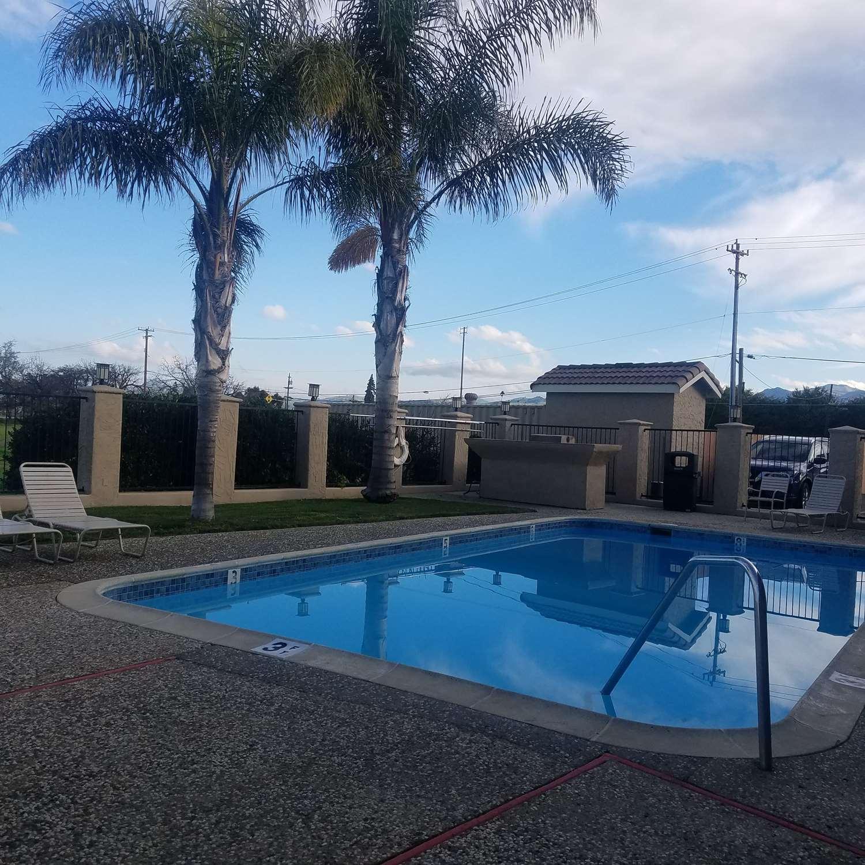 Pool - SureStay Hotel by Best Western Hollister