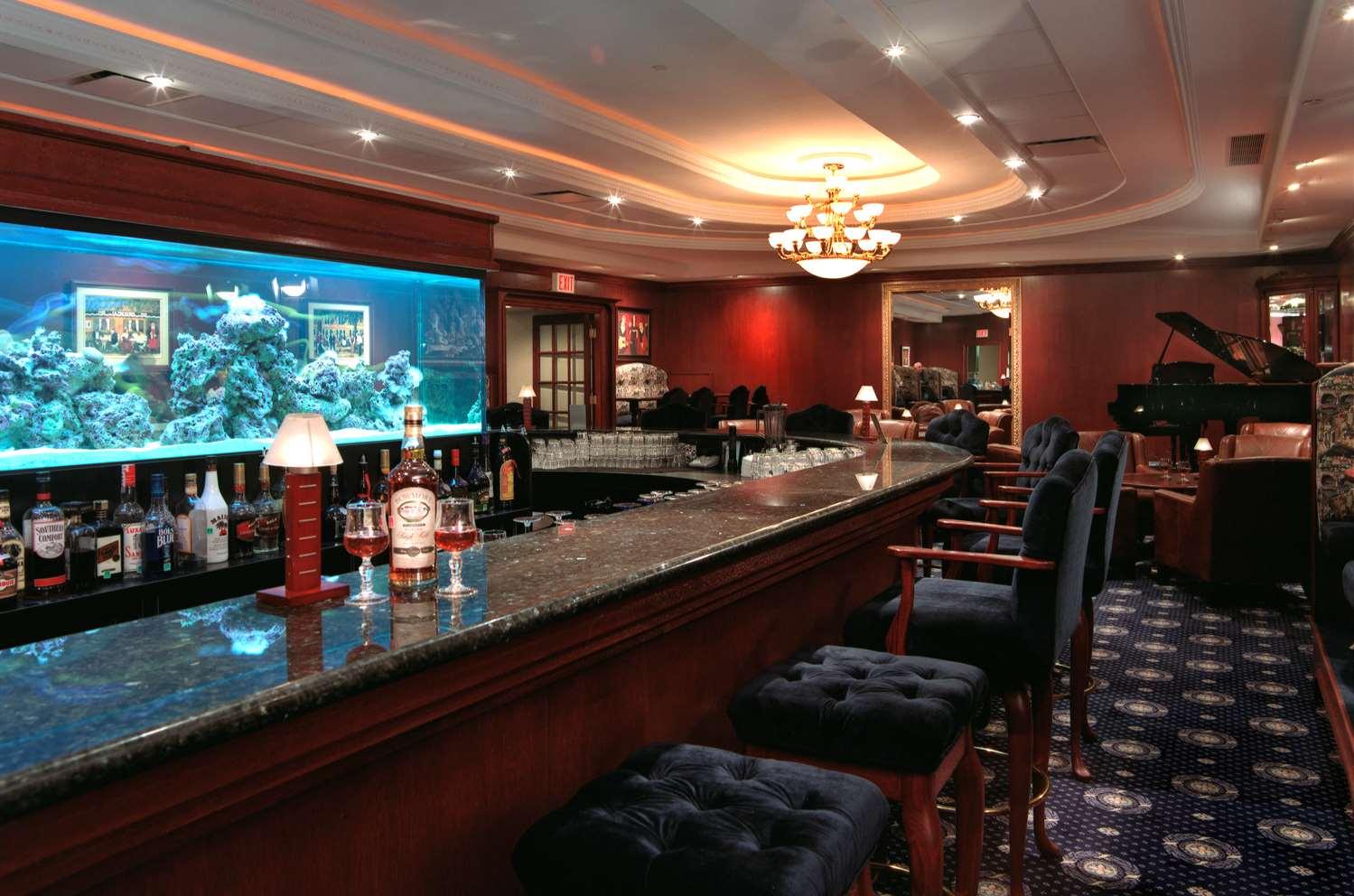 Bar - Chateau Louis Hotel & Conference Centre Edmonton