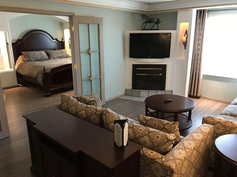 Suite - Chateau Louis Hotel & Conference Centre Edmonton