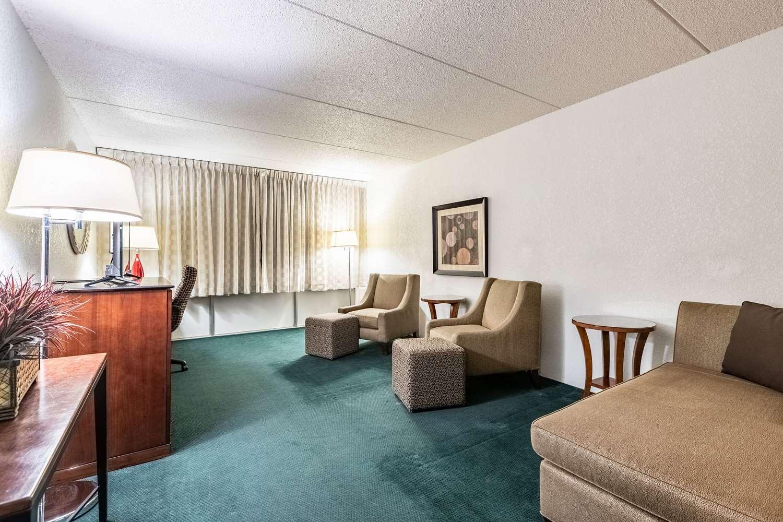 Suite - Quality Inn & Suites Albert Lea