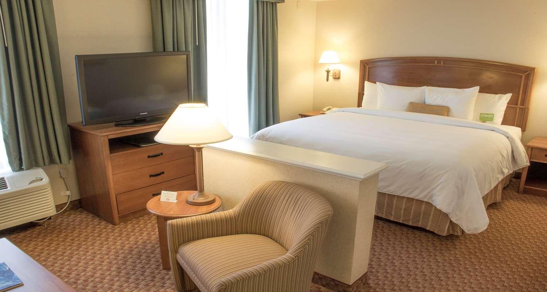 Suite - Best Western Plus Kendall Hotel & Suites