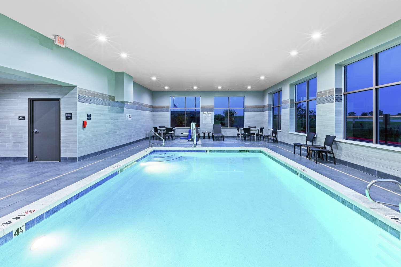 Pool - Hampton Inn Gardner