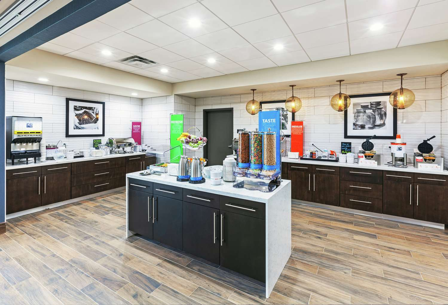 Restaurant - Hampton Inn Gardner