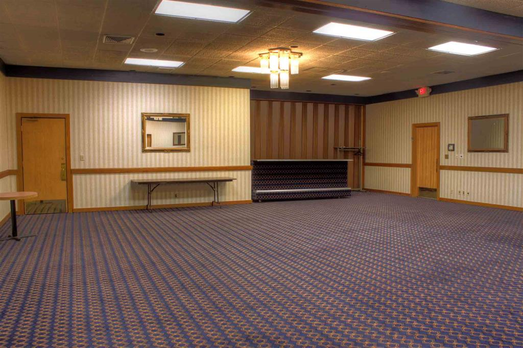 Ballroom/Hall 232 of 368